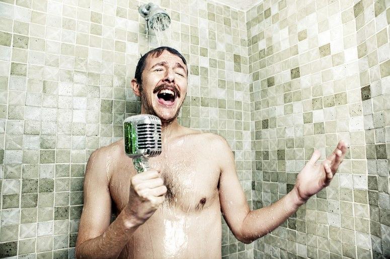 Cantando-bajo-la-ducha